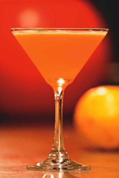 O dry oito, do 8 Bar: bourbon, redução de gengibre, maracujá e gotas de limão-siciliano