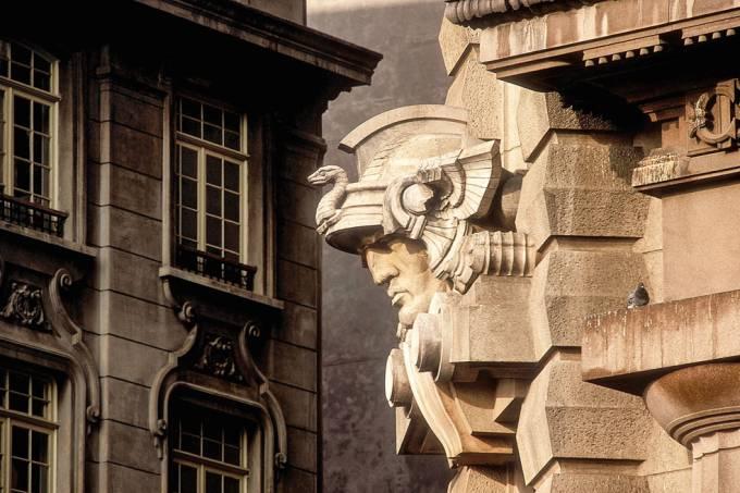mercurio-representado-com-um-capacete-alado-no-palacio-da-justica-sede-do-trib-jpg.jpeg