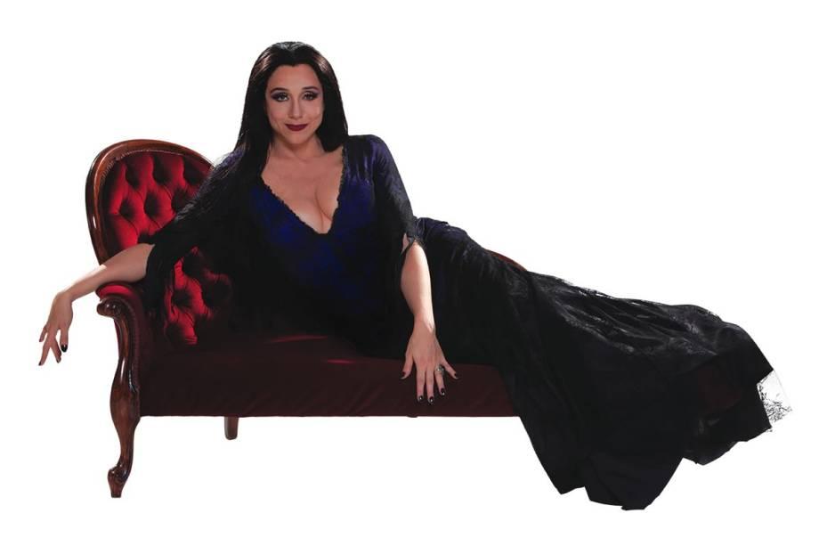 Musa macabra: Marisa Orth diverte o público como a hilária Mortícia no musical A Família Addams