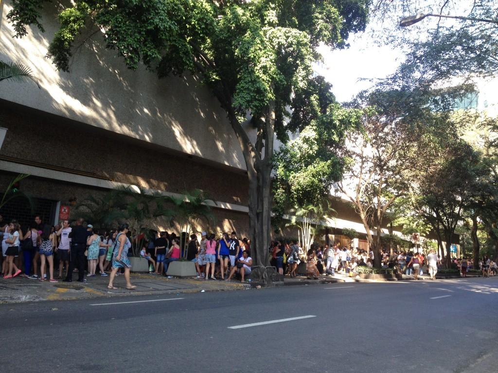 A fila de quem consegui senha na Alameda Santos