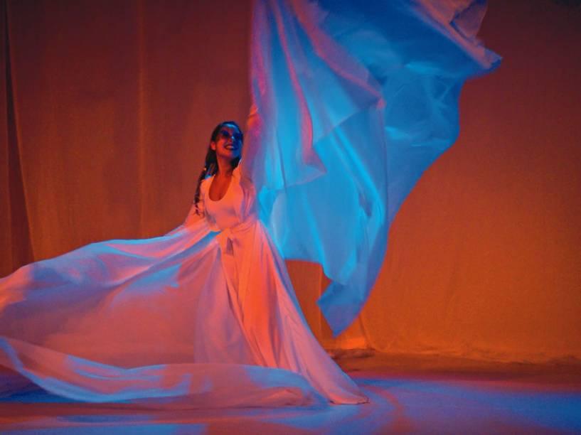 A atriz Vivi Gonçalves no papel de Maria: coreografias bem executadas