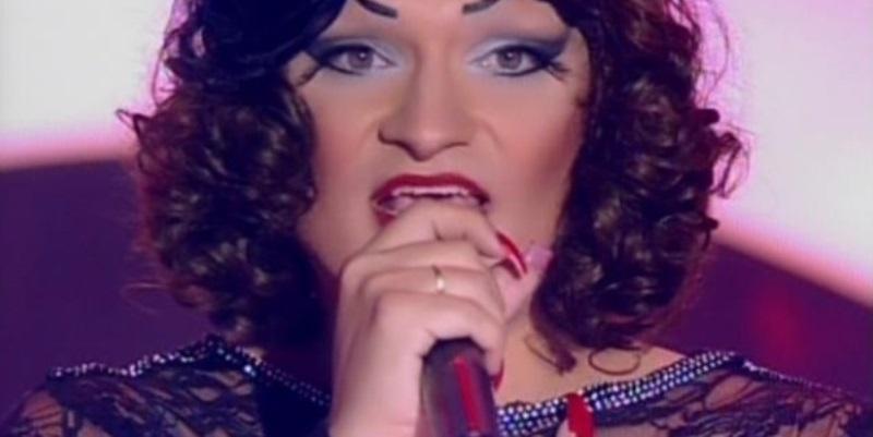 a-transformista-deena-love-sobe-ao-palco-do-the-voice-brasil-e-encanta-os-jurados-1411095316180_615x300
