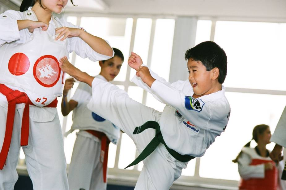 Aula de tae kon do infantil na Competition