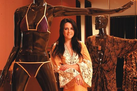 """Multimarcas da Europa e dos Estados Unidos preferem encomendar """"o que só o Brasil tem"""", como a expertise em moda praia: a estilista Adriana Degreas, por exemplo, exporta para mais de dezoito países"""