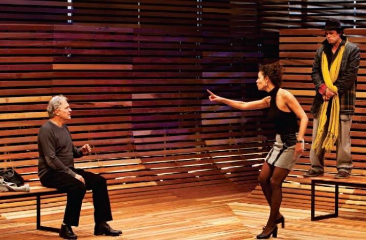O ator Fábio Assunção na comédia Adultérios, em que se reveza com o ator Norival Rizzo nos papéis de um mendigo e um roteirista de cinema