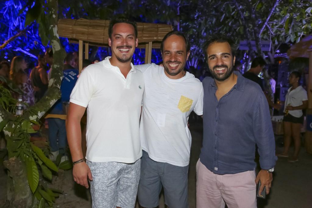 Guga Guizelini, Felipe Aversa e Bruno Dias (da esq. para a dir.): no comando do agito baiano (Foto: Ali Karakas)