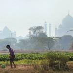 Pelada com o Taj Mahal ao fundo, em Agra, na Índia (Crédito: Caio Vilela)