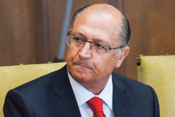 GOVERNADOR ALCKMIN ASSINA TERMO DE CESSAO TEMPORARIA PARA AJUDAR NO ABASTECIMENTO DA PARAIBA E PERNAMBUCO – SAO PAULO – 26/12/2016