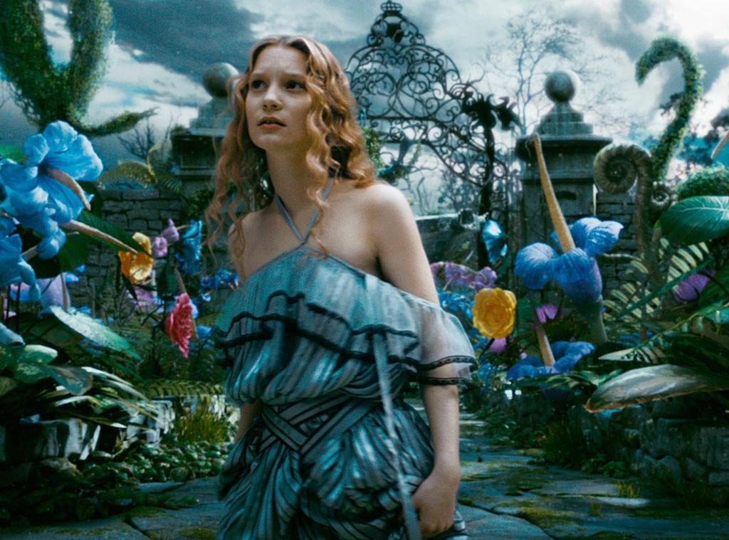 Mia Wasikowska retoma o papel da protagonista em Alice no País das Maravilhas - Através do Espelho