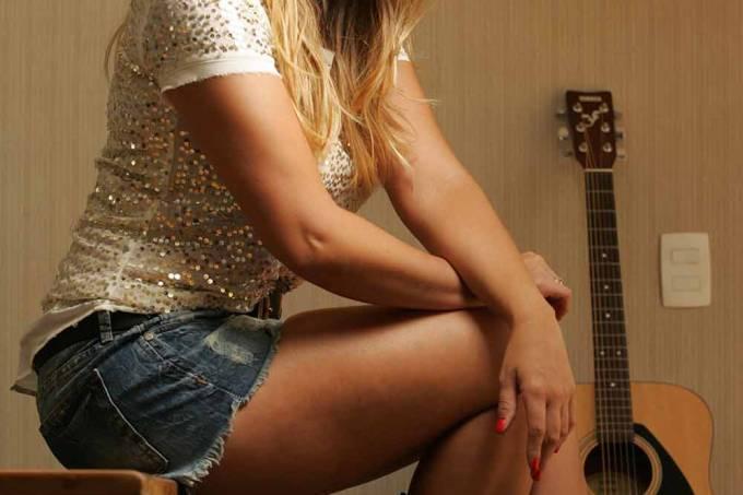 TERRACO // Aline Lima, filha de Chitãozinho, se lancara como cantora sertaneja