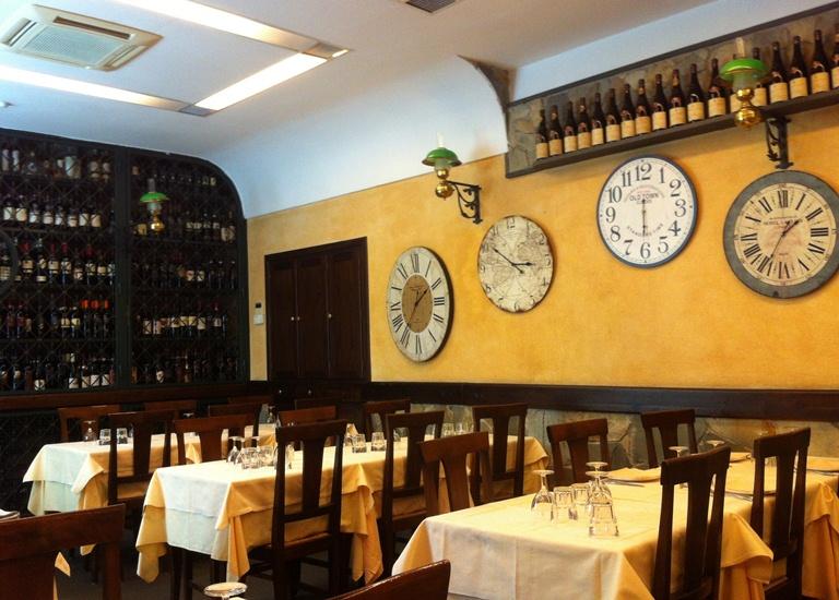 Ambassiata d'Abruzzo: salão com cara de antigamente