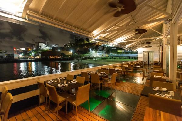 Varanda do restaurante Soho:  sobre a Baía de Todos-os-Santos (foto: Romero Cruz)