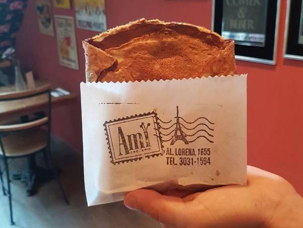 Crepe contra o frio: a versão de chocolate para levar pode ser trocada por um agasalho ou por uma manta (Fotos: João Souza0