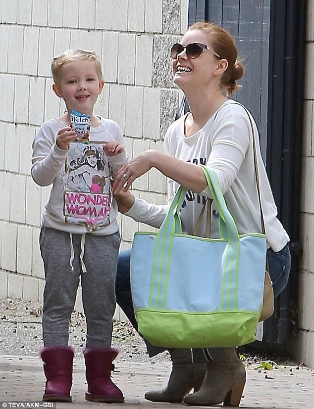 Um momento de felicidade de Amy Adams com a filha Aviana