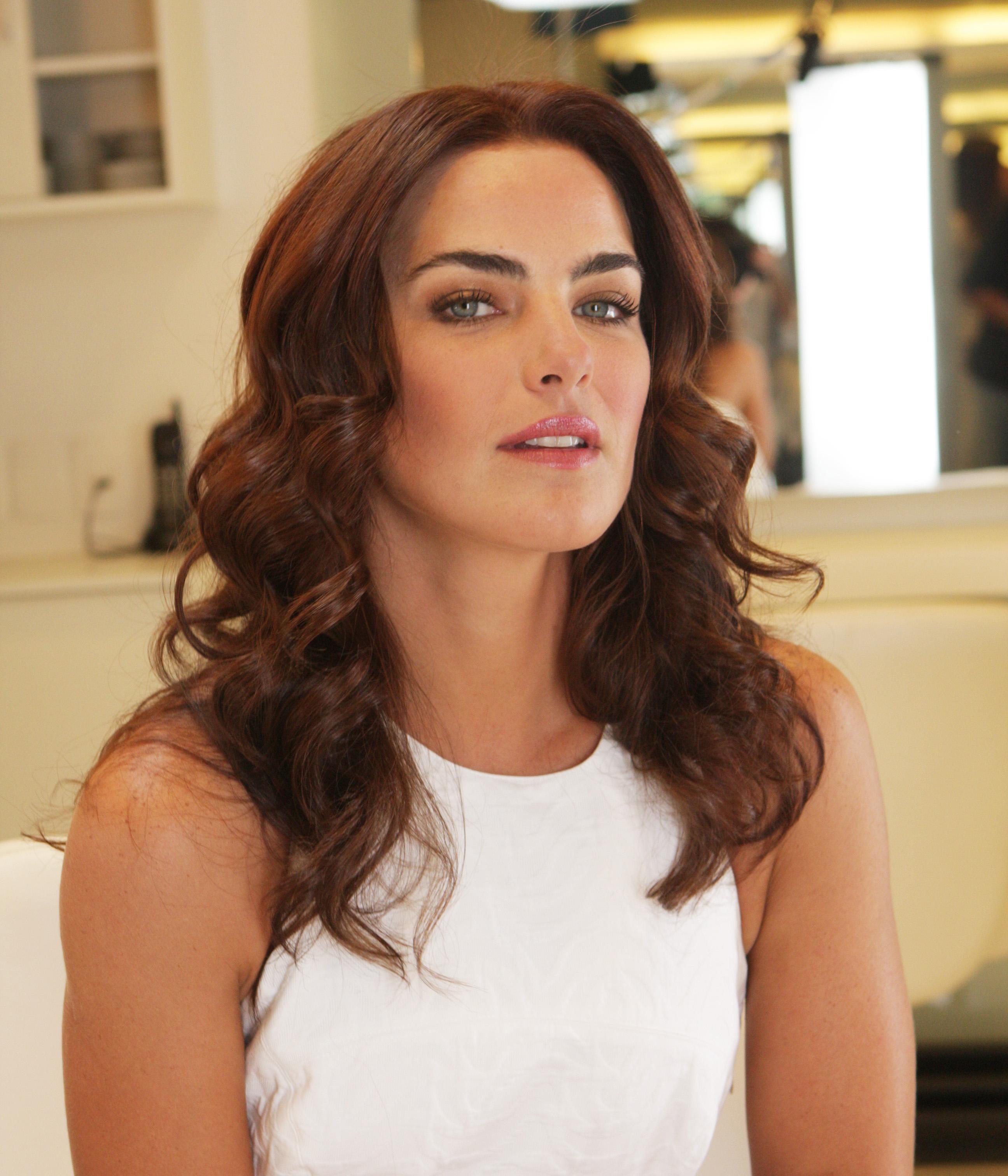 Ana Paula Arósio completa 40 anos e mantém beleza natural
