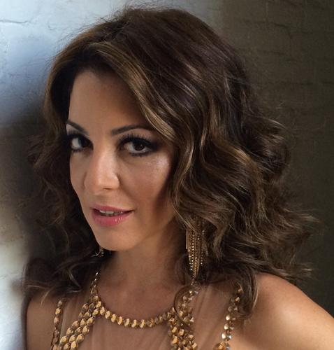 Os cabelos de Ana Paula Padrão são o exemplo ideal do tom certo de marrons!