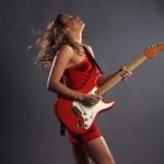 A guitarrista Ana Popovic, da Sérvia (Crédito: Cheryl Gorski)
