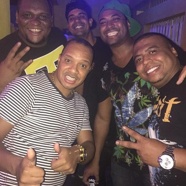 Anderson com os amigos: agora ele é só sorrisos nas fotos (Foto: Reprodução/Instagram)