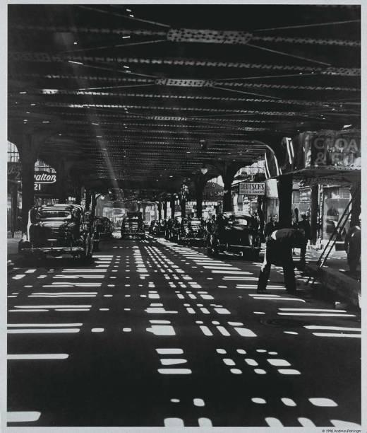Construção de uma ferrovia elevada em Manhattan: atenção aos enquadramentos