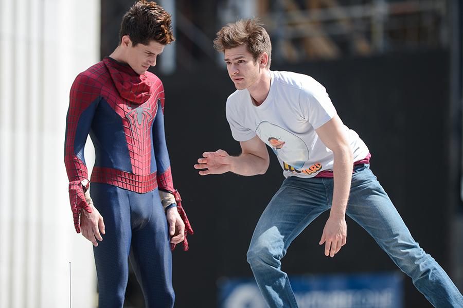 Também em Nova York, em 22 de junho de 2013, Andrew Garfield (à direita) ensaia para O Espetacular Homem-Aranha 2