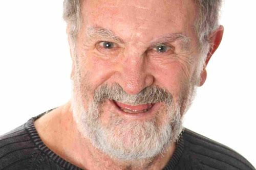 Antonio Petrin escreve e atua no monólogo dramático
