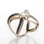 Anel de ouro 18k e diamantes lapidação brilhante, de Ara Aartanian: lance inicial R$ 18.800,00
