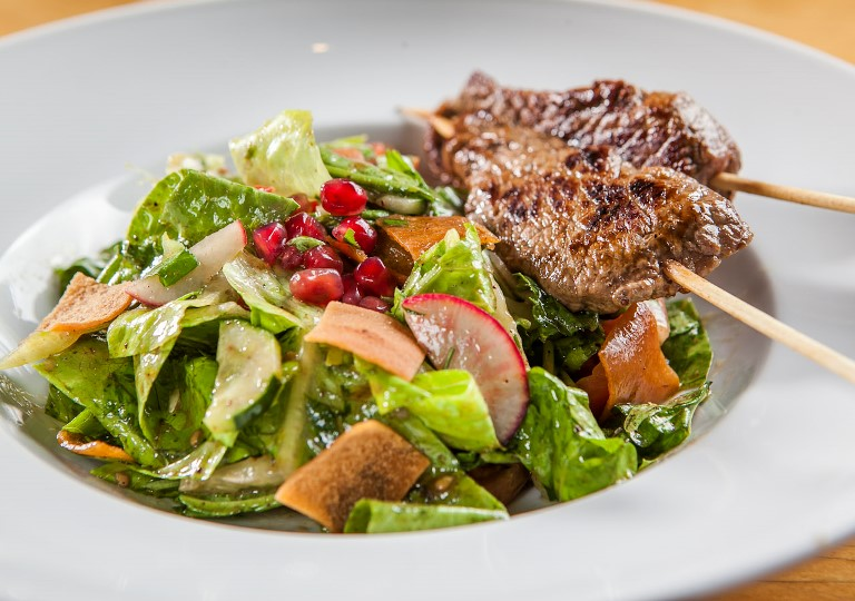 Arábia: minimichui com salada fatuche (Foto: Soraya Aich)