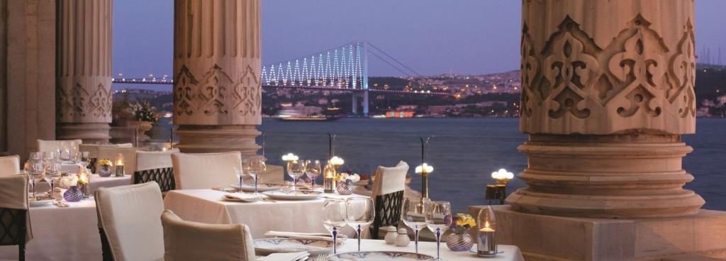 Tuğra Restaurant & Lounge, no Hotel Cigaran Palace Kempinski: culinária otomana diante do Bósforo