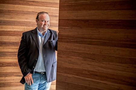 Arri Coser abre churrascaria concorrente a que fundou