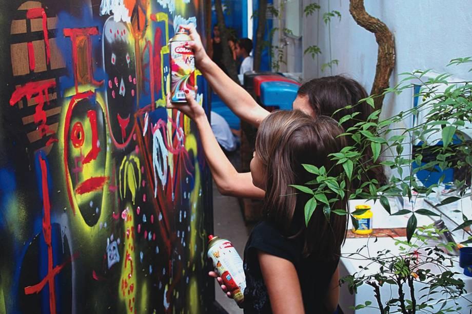 Escola Viva: pinturas e gincanas