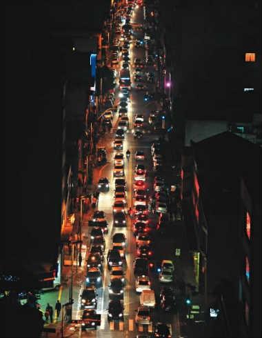 Muvuca à meia-noite: quase sempre o congestionamento afeta a Avenida Paulista