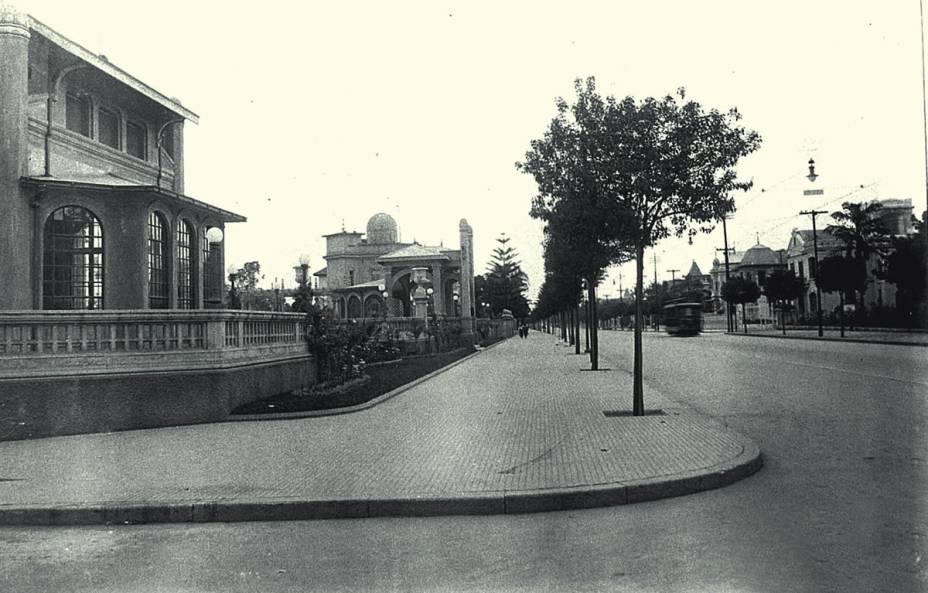 Avenida Paulista em 1916: trecho entre as ruas Peixoto Gomide e Pamplona