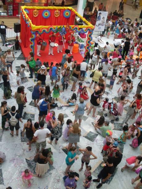 Santana Parque Shopping organiza um baile de Carnaval dedicado às crianças