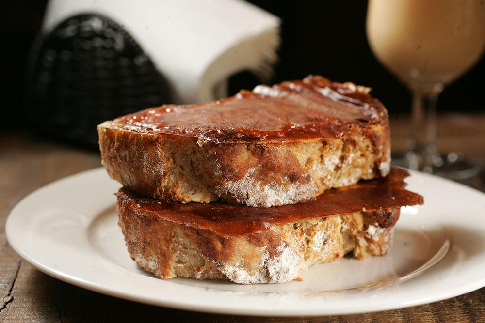 Gotozo: o pão com requeijão na chapa custa a partir de R$ 8,30 (Foto: Fernando Moares)