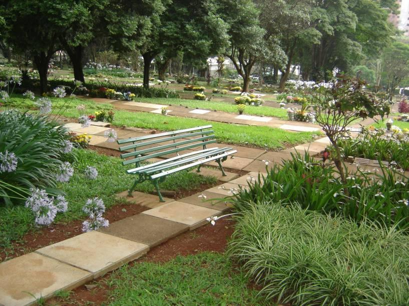 Cemitério da Paz: sombra e tranquilidade
