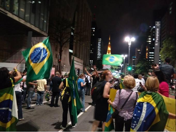 Avenida Paulista nesta quarta (16/3): bloqueada nos dois sentidos por manifestantes (Foto: Reprodução/Twitter)