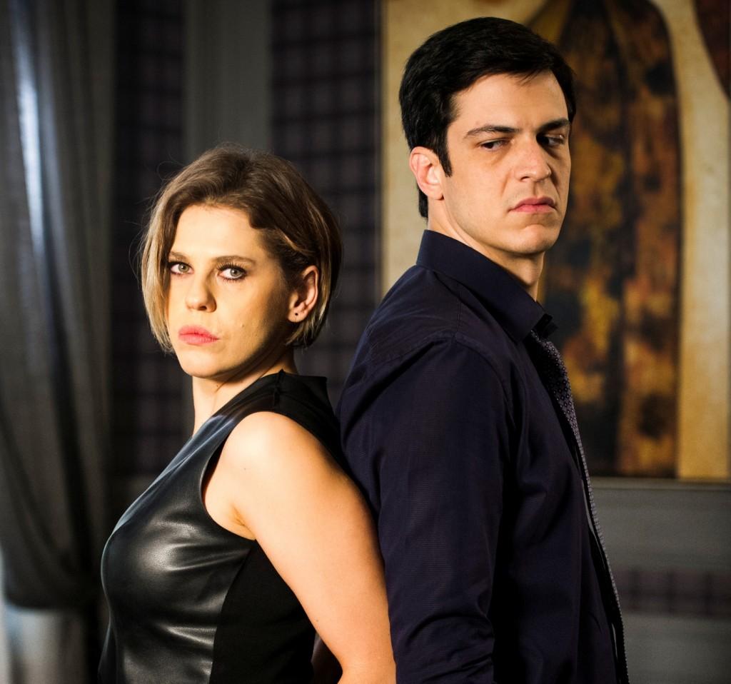 Barbara Paz ao lado de Mateus Solano na novela Amor à Vida (Foto: Divulgação)