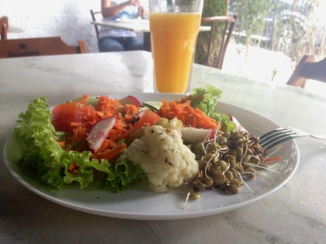 Salada: oferecida em bufê (Foto: Helena Galante)