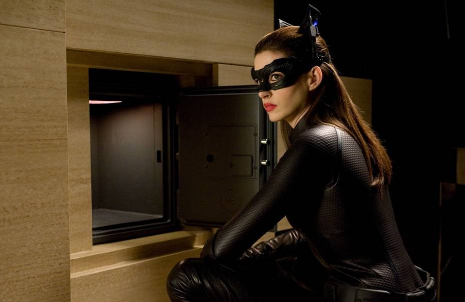 Anne Hathaway: atriz vive a Mulher-Gato em Batman - O Cavaleiro das Trevas Ressurge
