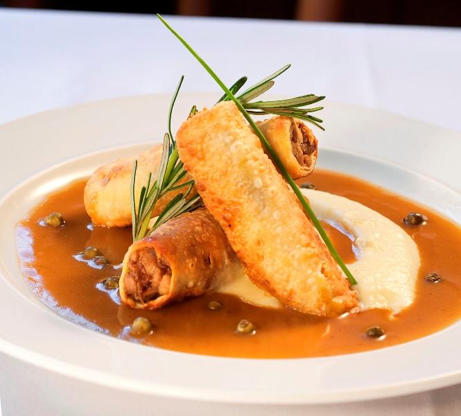Benedictine: canelone crocante de pato com purê de inhame servido apenas no jantar (Foto: Fabio Ribeiro)