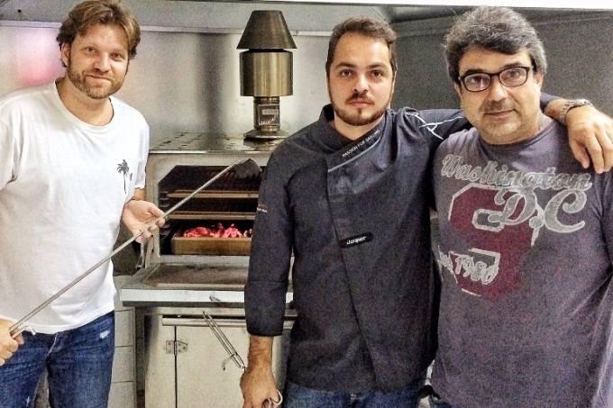 bertolazzi-diego-sacilloto-chef-grupo-baroni-e-o-chef-de-cozinha-cl%c3%a1udio-aliperti-arnaldo-lorencato