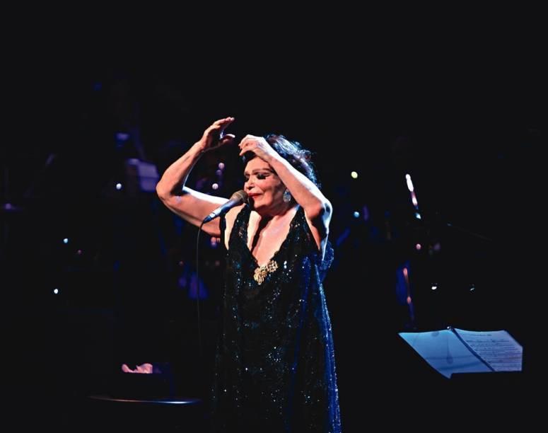 Bibi Ferreira: a atriz e cantora de 90 anos repassa sua trajetória mais uma vez