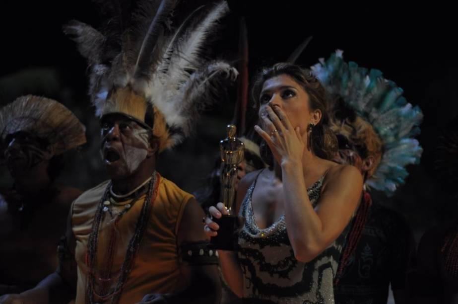 Milton Gonçalves, como um falso padré, e Grazi Massafera, como uma atriz iniciante: Billi Pig