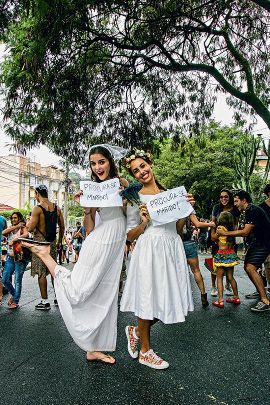 Músicas românticas e mulheres fantasiadas de noivas são a marca do Casa Comigo. (Foto: Mario Rodrigues/Veja SP)
