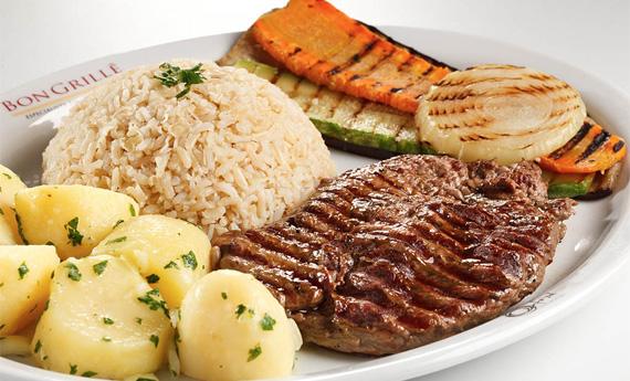 Baby beef com arroz integral, batata sautée e legumes grelhados