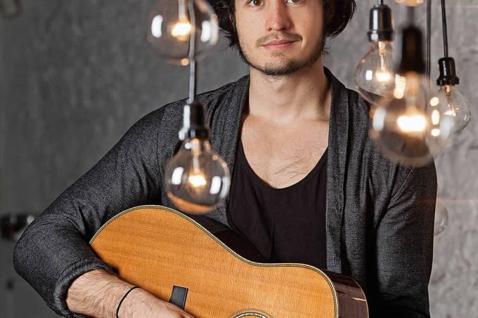 Tiago Iorc em ensaio fotográfico