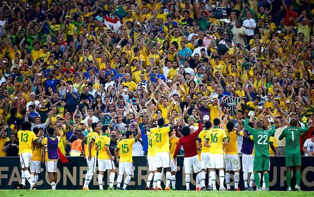 brasil-jogadores-torcida