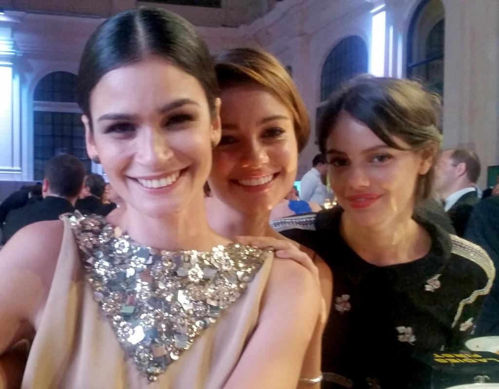 Carol RIbeiro, Sophie Charlotte e Laura Neiva: dress code Chanel para as três (Foto: Tatiana Izquierdo)