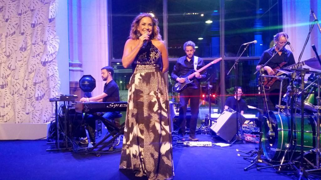 Daniela Mercury foi a responsável por animar os convidados da noite (Foto: Tatiana Izquierdo)