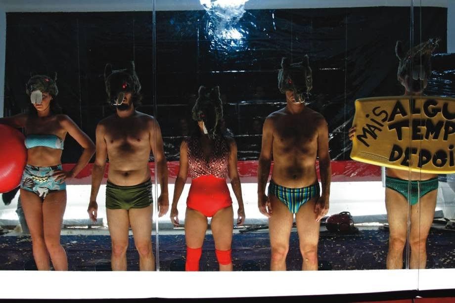 Patricia Castilho, Elvis Shelton, Adilson Azevedo, Flavio Barollo e Briza Menezes em Brincando com Fogo